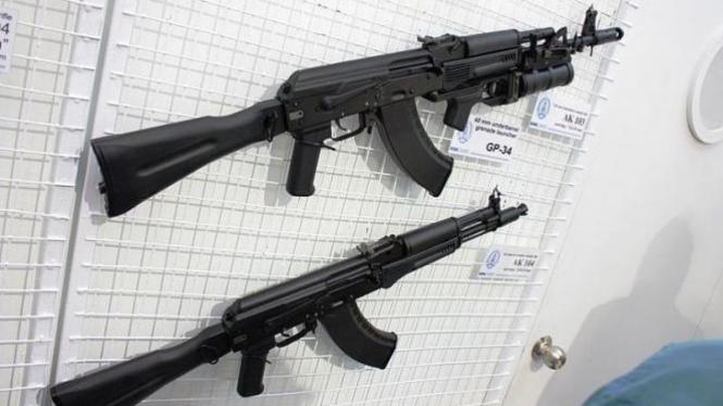 AK 103 dengan peluncur granat GP-4 dan AK 104