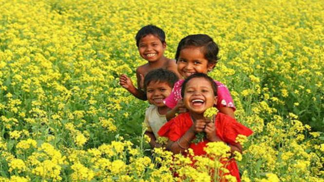anak-anak yang sedang tersenyum