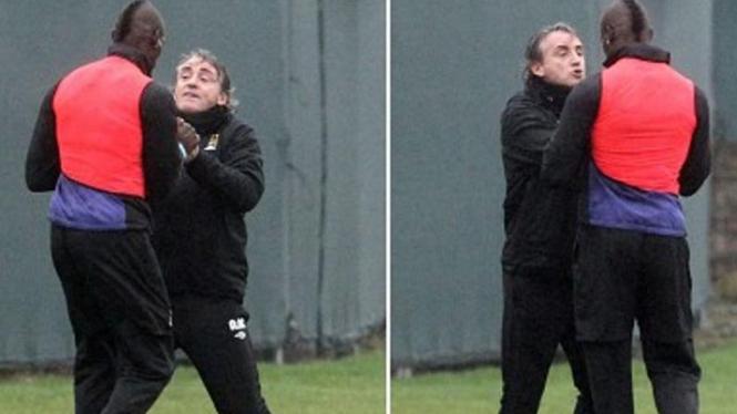 Mario Balotelli berselisih dengan Roberto Mancini