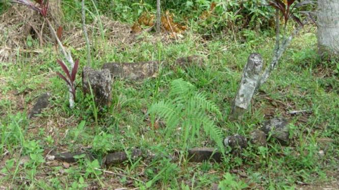 Satu dari lima makam kuno di Gunung Padang