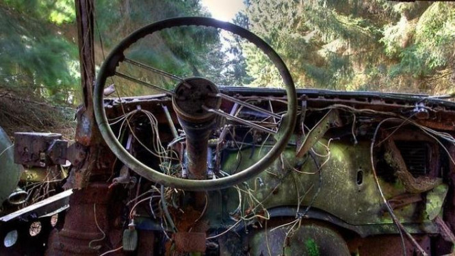 Kuburan mobil tua