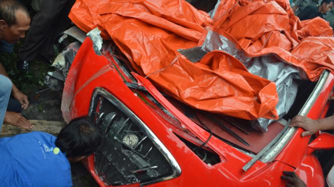 Mobil listrik Dahlan Iskan mengalami kecelakaan di Magetan