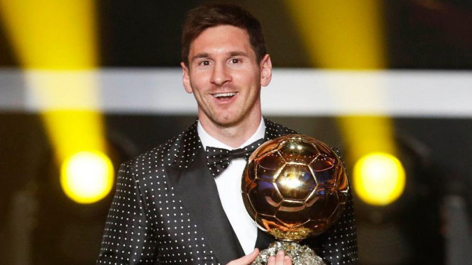 Lionel Messi menerima Ballon d'Or  2012