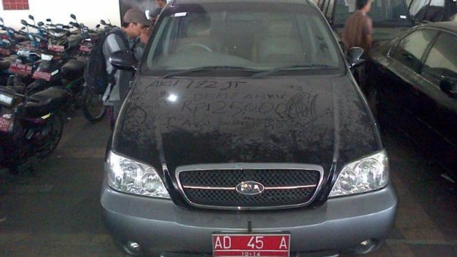 KIA Sedona eks Jokowi