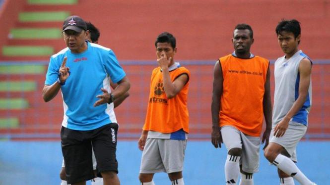 Pelatih Arema, Rahmad Darmawan, pada sesi latihan