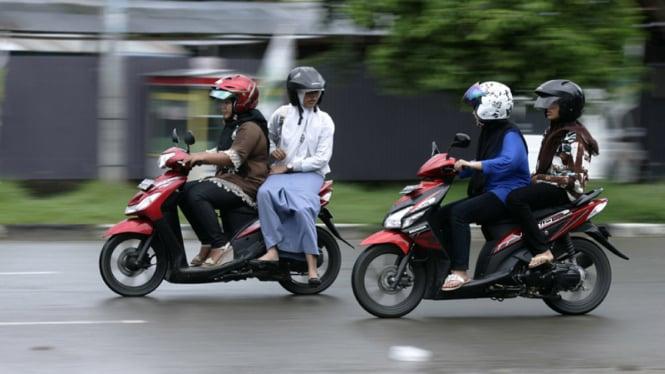 Larangan mengangkang bagi penumpang motor