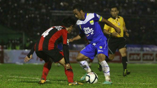 Laga Persib Bandung kontra Persipura Jayapura.
