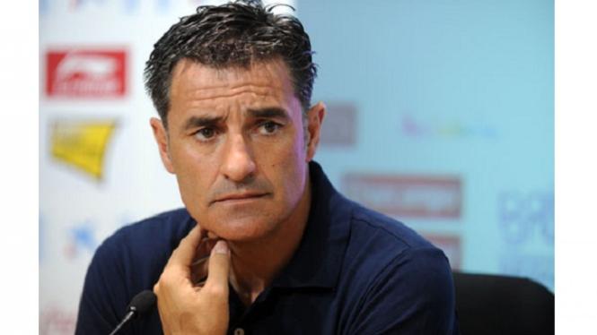 Pelatih Sevilla. Michel