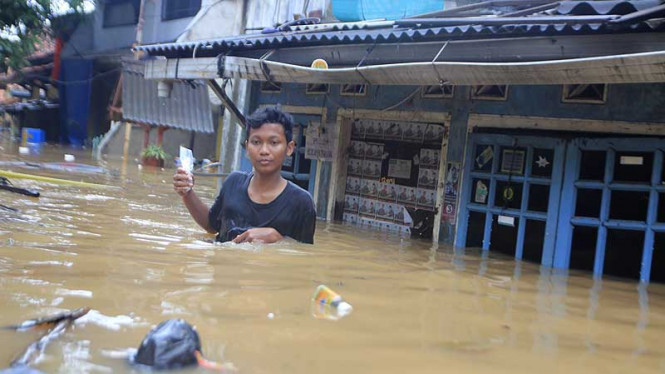 Banjir Kiriman Rendam Rumah Warga di Cililitan