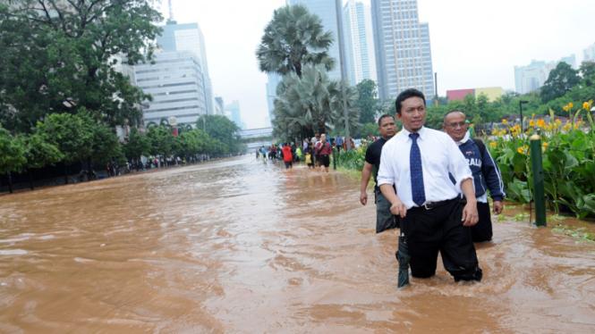 Menkominfo terobos banjir