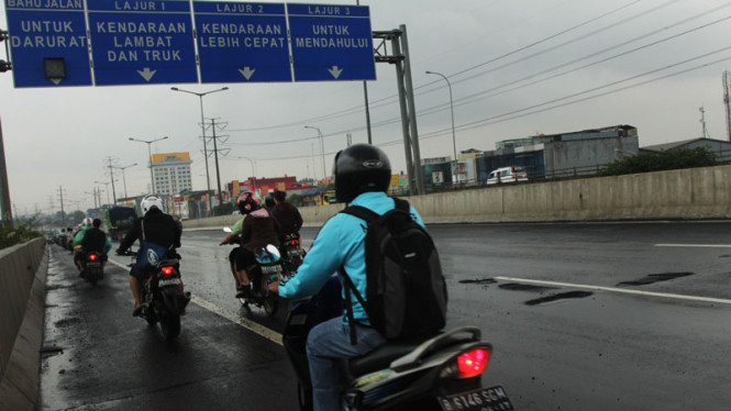 Pengendara Motor Masuk Jalan Tol