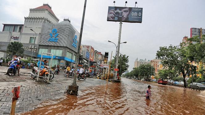 Banjir Lumpuhkan Jakarta Utara