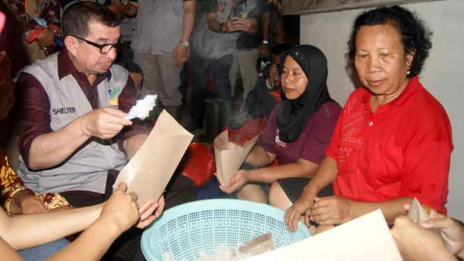 Mensos Kunjungi Korban Banjir