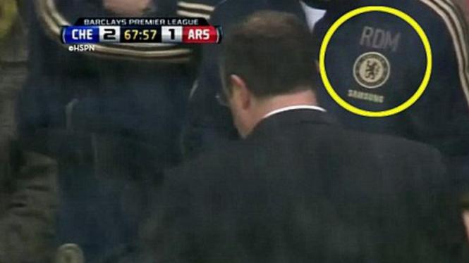 Rafael Benitez dengan Billy McCulloch mengenakan jaket Roberto Di Matteo