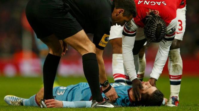 Bek West Ham United, Daniel Potts, pingsan saat lawan Arsenal