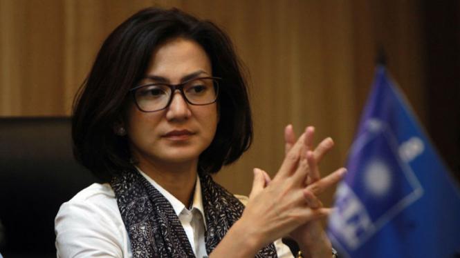 Wanda Hamidah Memberi Keterangan di DPP PAN