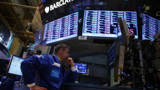 Kesibukan pialang Barclays di bursa efek New York