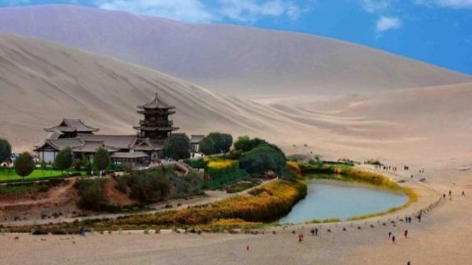 crescent lake china