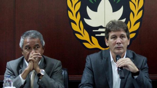 Pelatih baru timnas Indonesia, Luis Manuel Blanco (kanan)