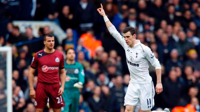 Winger Tottenham Hotspur, Gareth Bale rayakan gol ke gawang Newcastle