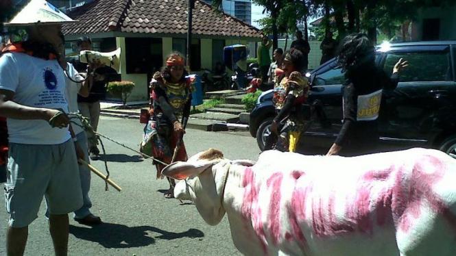 Unjuk rasa penuntasan kasus suap daging sapi