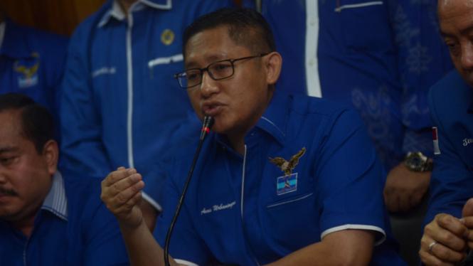 Anas Urbaningrum saat Penandatanganan Pakta Integritas