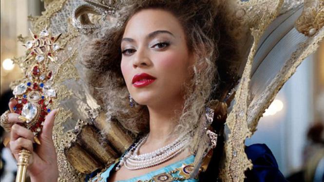 Kuku emas Beyonce