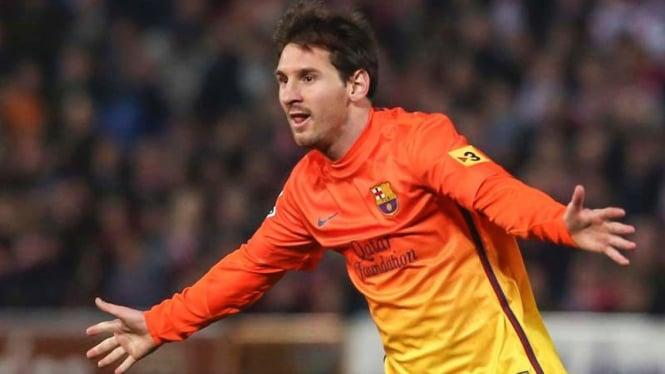 Lionel Messi merayakan gol ke gawang Granada, gol ke-300 untuk Barcelona