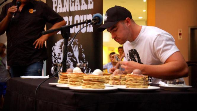 Hayden Wilson makan pancake terbanyak