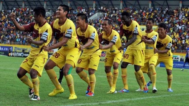 Pemain Sriwijaya FC melakukan selebrasi gol