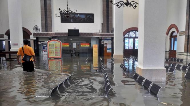 Stasiun Tawang Semarang banjir