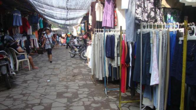 pasar bekas di depan mall aviari batuaj, Batam