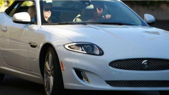 Jaguar XK Convertible milik Britney Spears