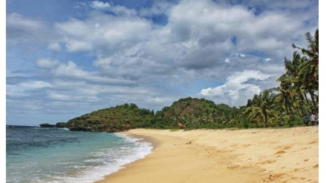 Paemandangan pantai Watu Karung Pacitan