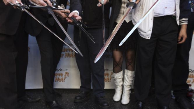 Aksi penelan pedang