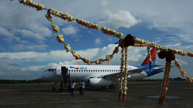 pesawat sukhoi milik sky aviation