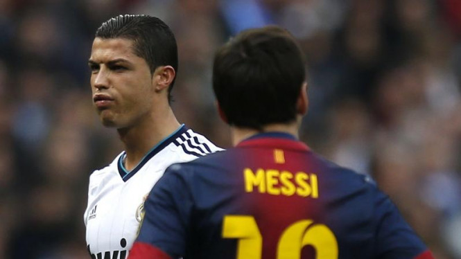 Pemain Real Madrid, Cristiano Ronaldo (kiri) bersama Lionel Messi