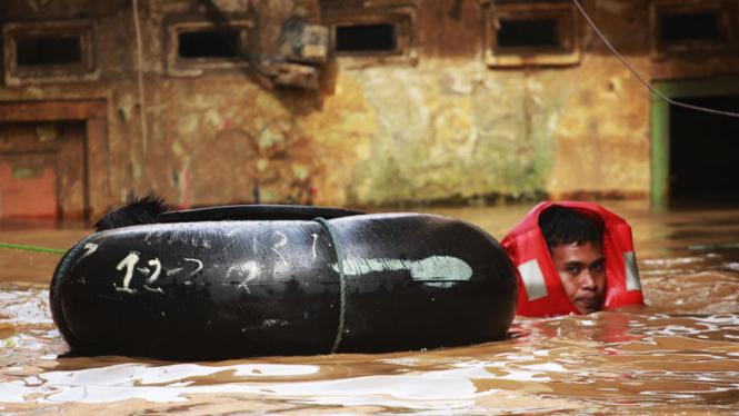 Banjir Kiriman Menggenangi Kampung Pulo