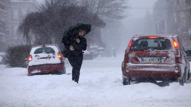 Badai Salju Lumpuhkan Prancis