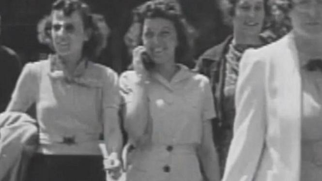 Gertrude Jones wanita yang menggunakan ponsel pada tahun 1938