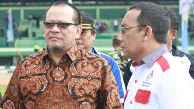 Ketua Kamar Dagang dan Industri Jawa Timur, La Nyalla Mattalitti (kiri).