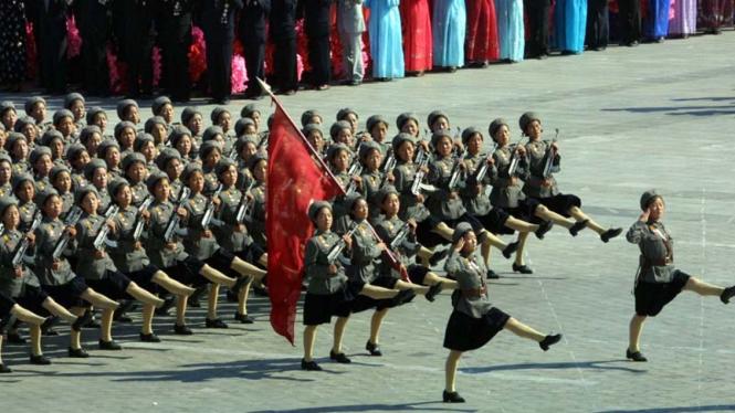 Tentara wanita korea utara siap perang