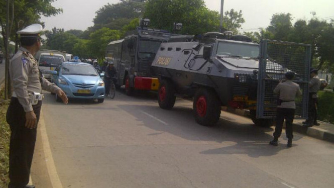 Pengamanan di jalan menuju Bandara Soekarno Hatta