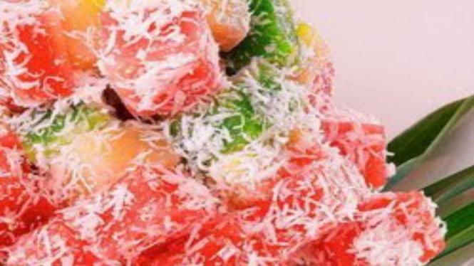 Makanan Singkong dengan Campuran Kelapa.