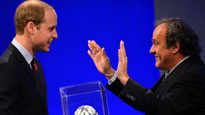 Pangeran William bersama Presiden UEFA, Michel Platini