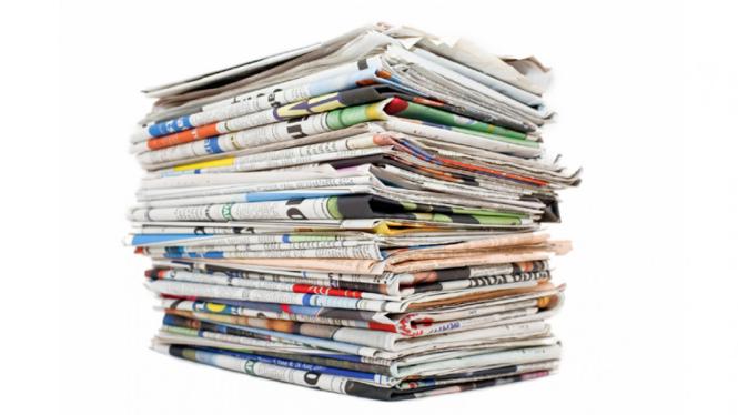 Tumpukan kertas koran