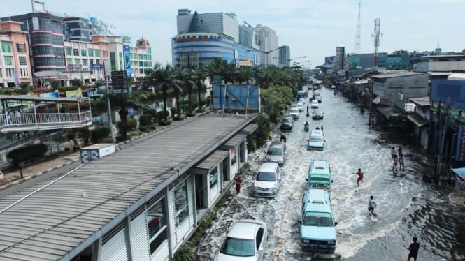 Mangga Dua Tergenang Banjir Rob