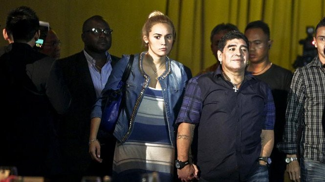 Diego Maradona bersama kekasihnya, Rocio Oliva, saat berada di Indonesia.