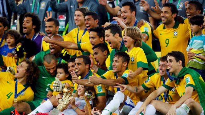 Brasil merayakan gelar Piala Konfederasi 2013