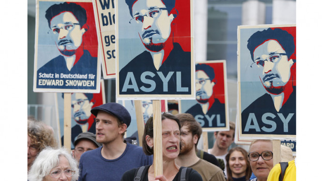 Demo Dukungan bagi Edward Snowden